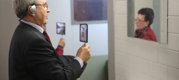 """Manchmal ist man in """"Situation Rooms"""" auch mit sich selbst konfrontiert. / Foto: Pigi Psimenou"""